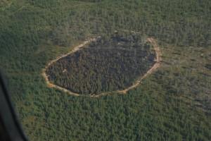 Paloalueen Savukosken  yksiköt saivat  sammutettua ja rajattua reiluun kahteen hehtaariin.